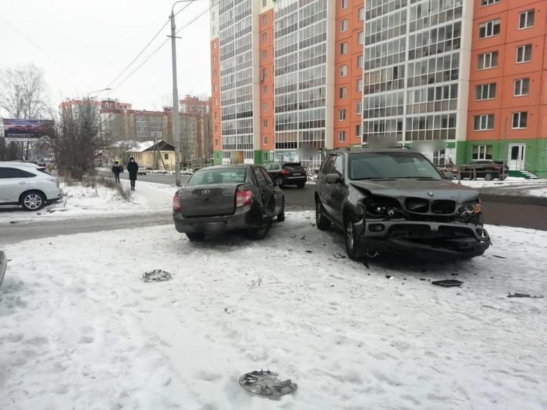 Пожилой водитель «Лады» не предоставил преимущество BMW и попал в больницу