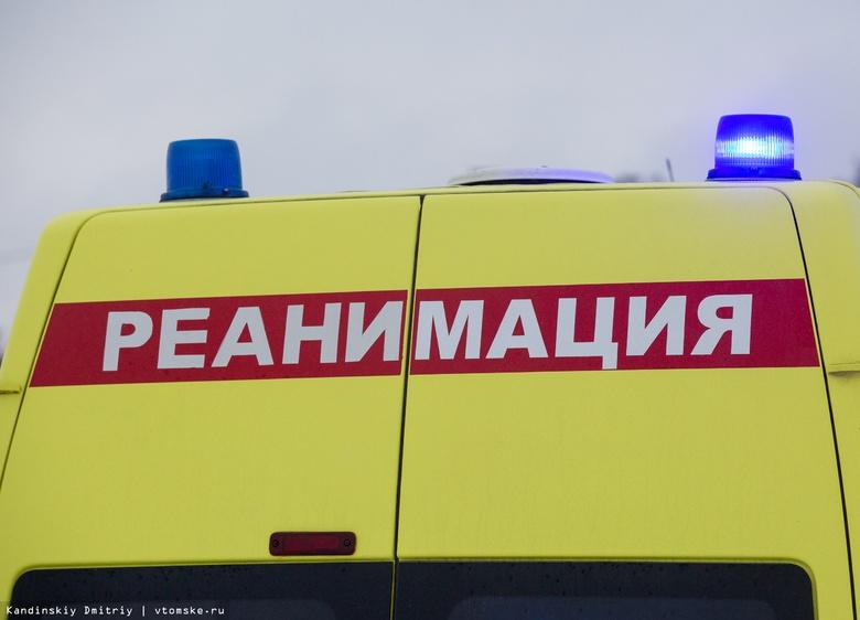 Водитель и пассажир такси госпитализированы после ДТП с грузовиком на окраине Томска