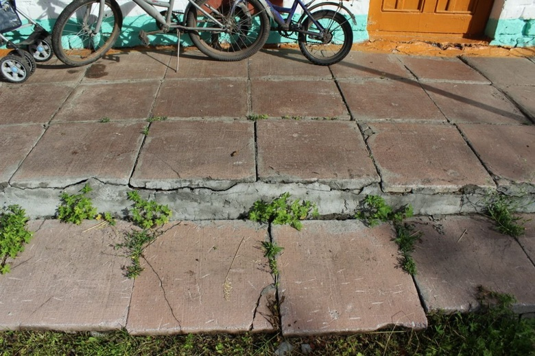Жительница томского села пожаловалась на плесень и протекающую крышу в детсаду
