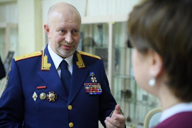 Путин уволил помощника главы СКР, защищавшего детей