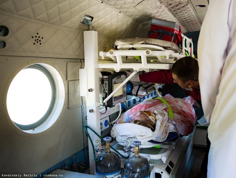 Почти 200 человек с COVID и пневмонией доставила санавиация из районов в Томск