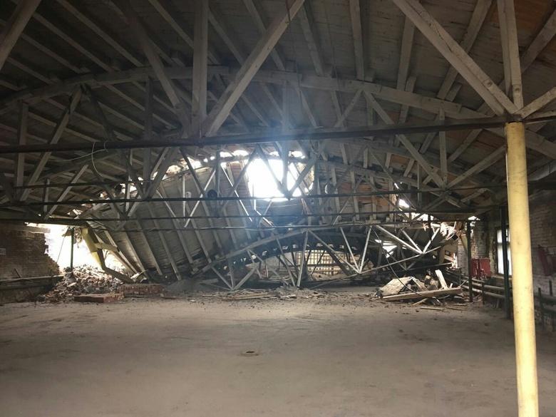 Власти Колпашево: обвалившееся здание ранее использовалось как гараж для автобусов