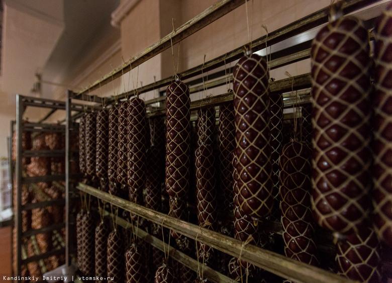 Просроченные колбасу, рыбу и полуфабрикаты нашли в супермаркетах Томска