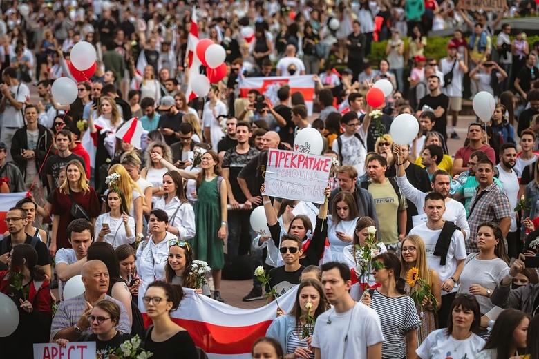 Массовые задержания, митинг за Лукашенко и акции медиков. Протесты в Белоруссии, день 19