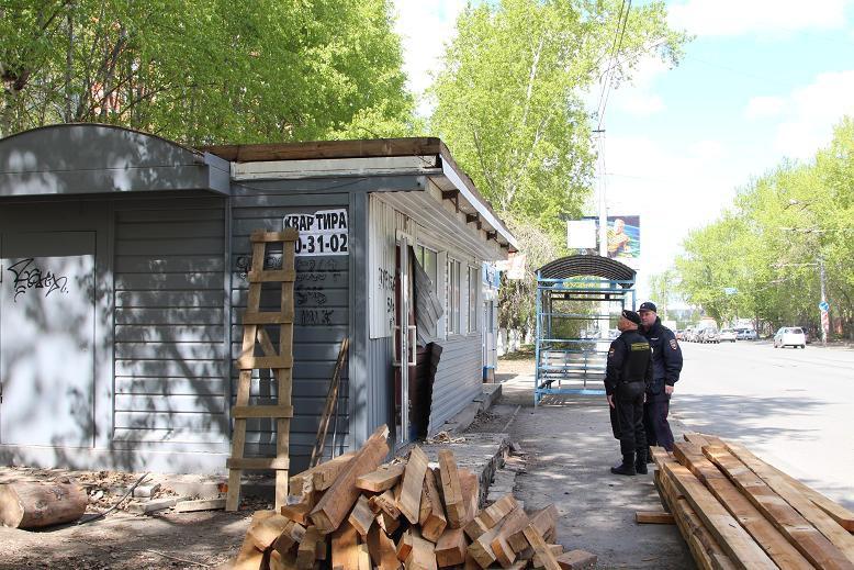 Самовольно установленную шашлычную снесли на Каштаке в Томске