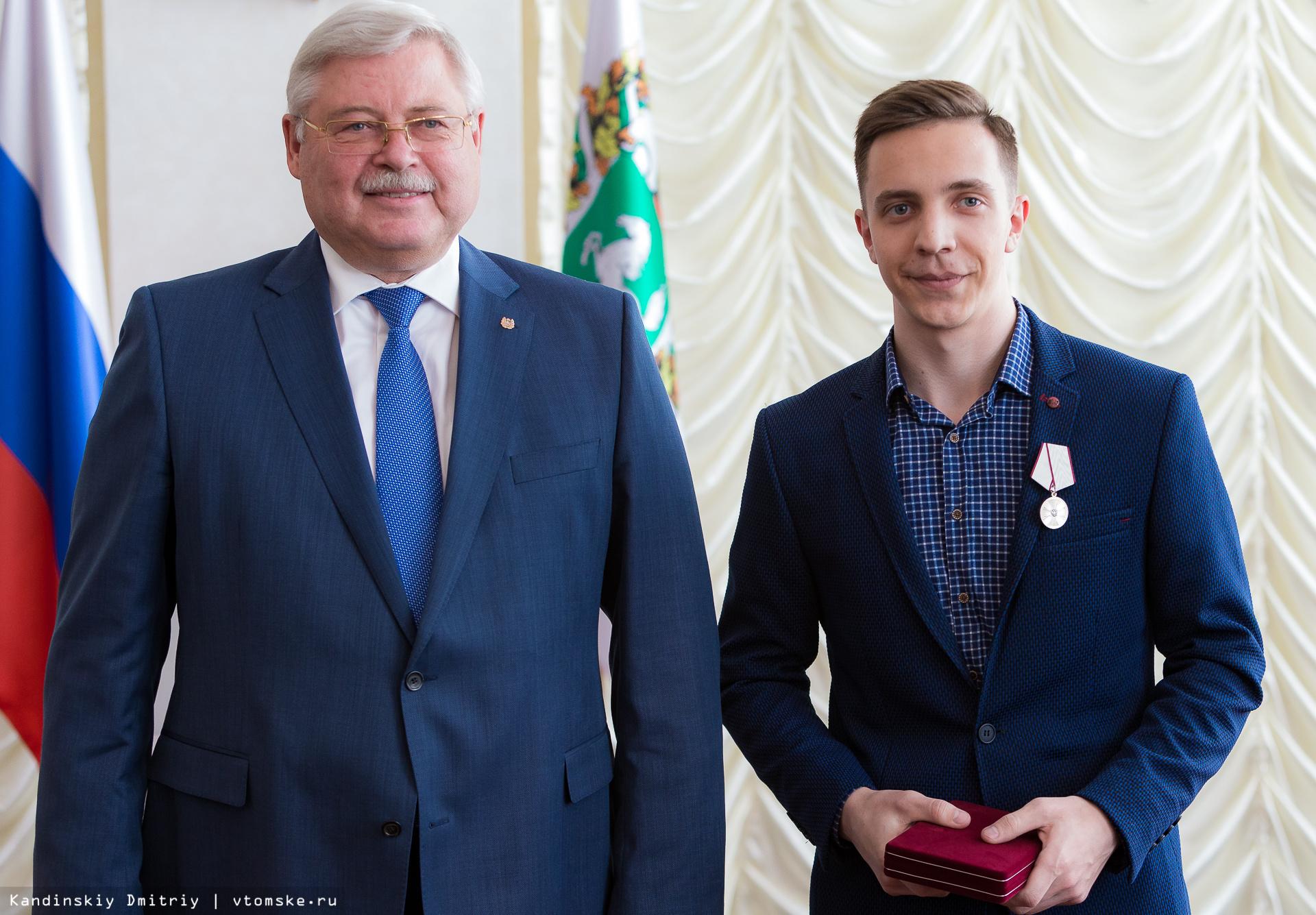Губернатор вручил госнаграды томичам, спасшим ребенка из горящей квартиры в 2017г