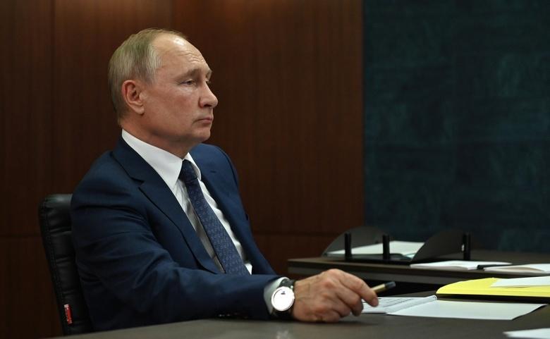 Путин ушел на самоизоляцию из-за случаев COVID-19 в своем окружении