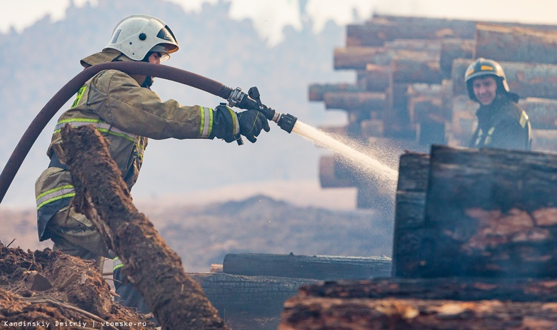 Пожар произошел на заводе МДФ-плит в Асино