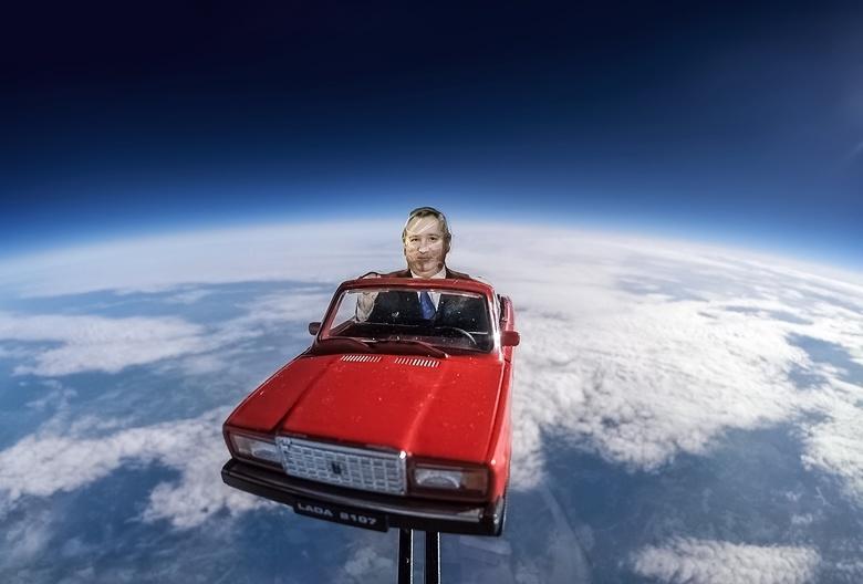 Илон Маск ответил на запуск картонного Рогозина в ближний космос томичами