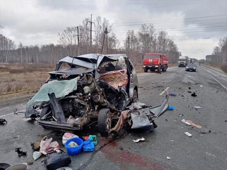Toyota столкнулась с автобусом Томск — Барнаул, погибли 2 детей и 2 взрослых