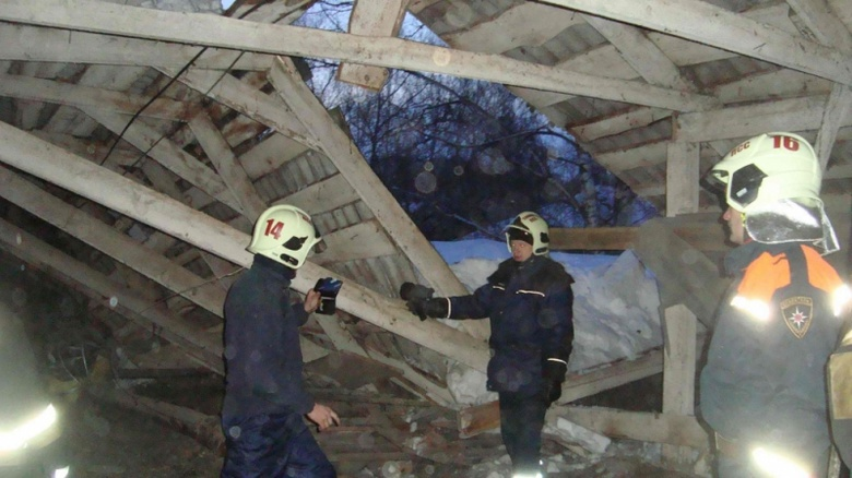 ВТомске частично обрушилась кровля жилого дома