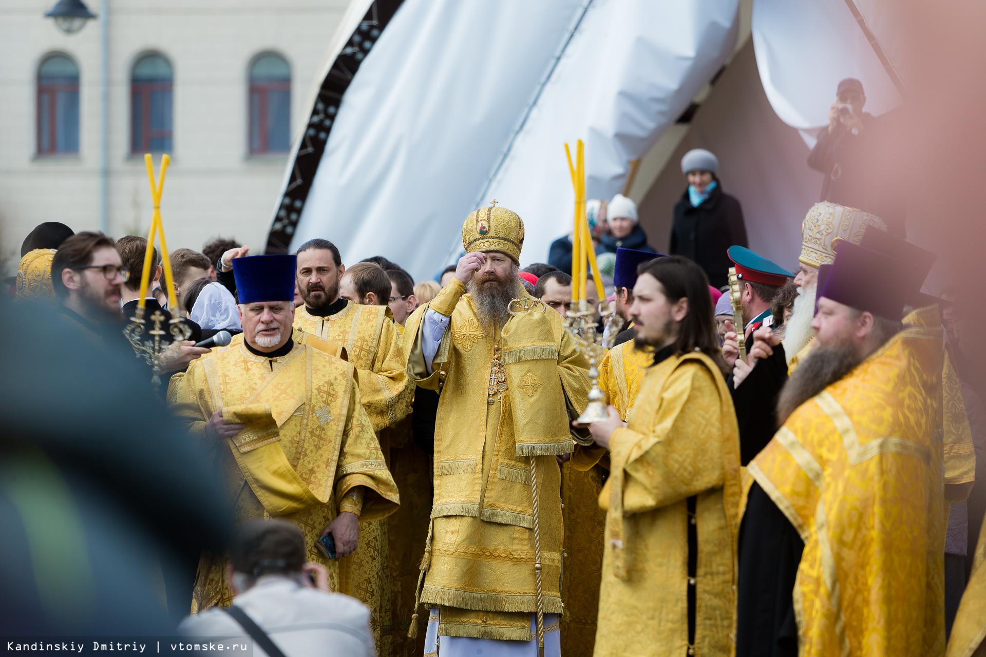 В Томске православные вышли на крестный ход памяти святых Кирилла и Мефодия