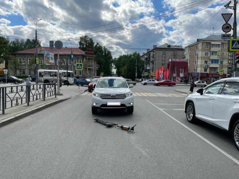 Томич попал под колеса авто, пересекая дорогу на электросамокате