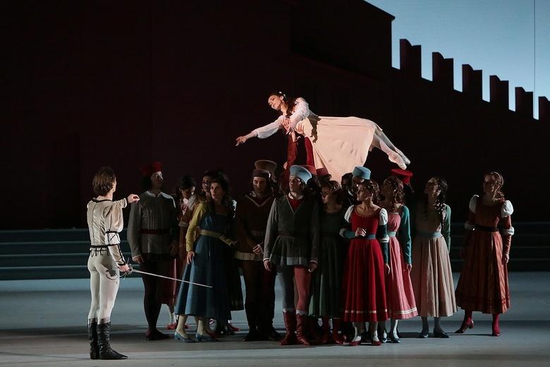 Фото с балета «Ромео и Джульетта»