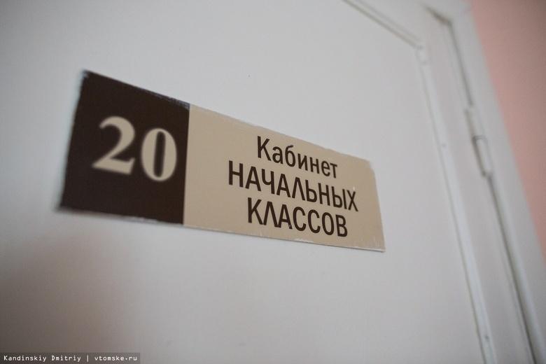 Жители села в Томской области бьют тревогу из-за состояния крыши местной школы