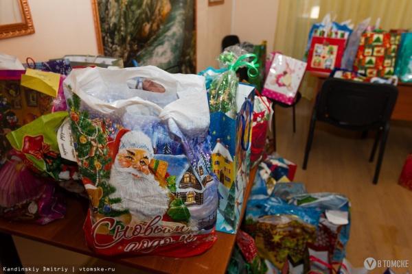 Томские волонтеры собрали более 500 новогодних подарков для пожилых людей