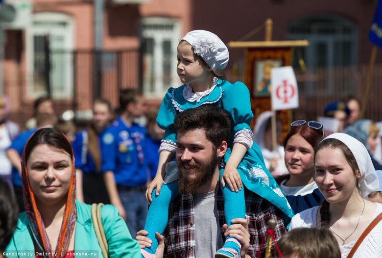 Многодетные семьи из Томской области получили по 20 кг продуктов от епархии