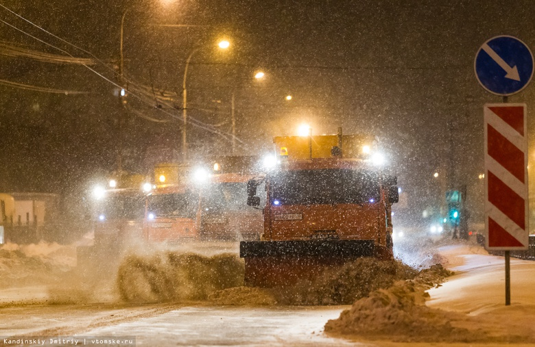 Коммунальщики за ночь вывезли 210 тонн снега с томских улиц