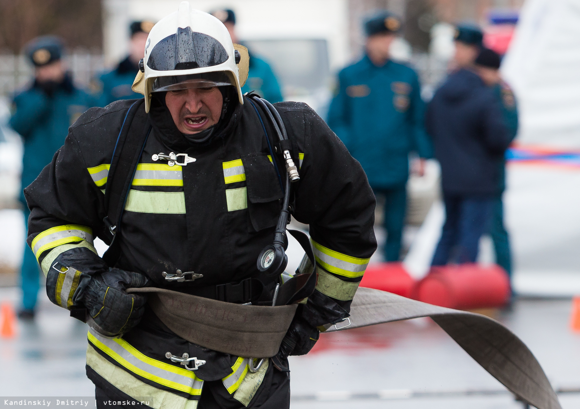 Тяни и толкай: томские пожарные выявили сильнейших в кроссфите