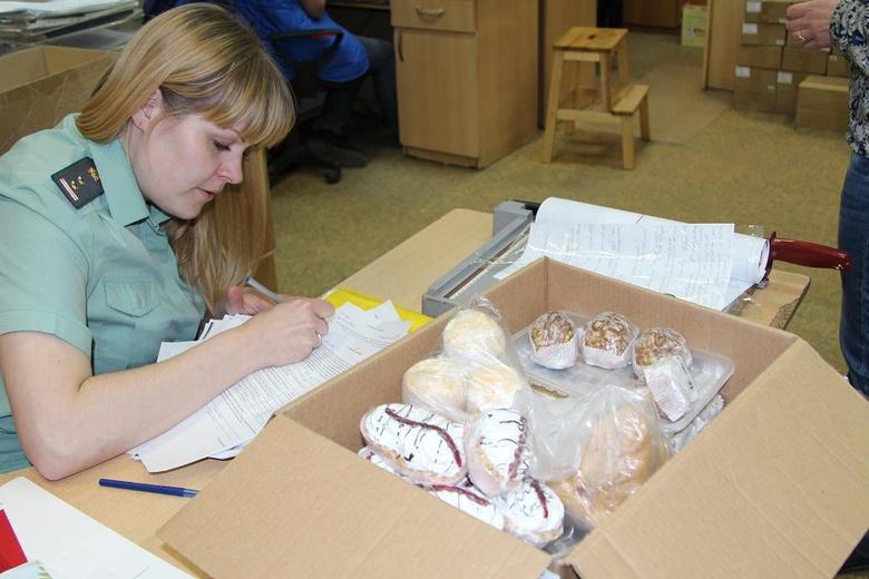 Приставы арестовали 26 пирожных из томского магазина за отсутствие маркировки
