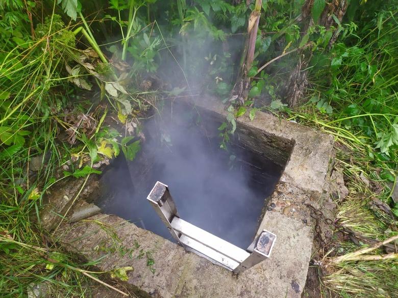 Томские пожарные спасли женщину, которая развела огонь в земляном погребе для его просушки