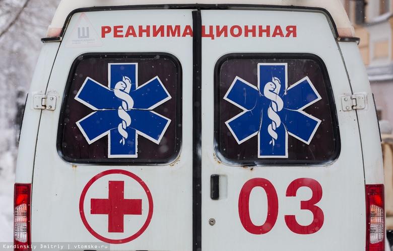 Девушка на Chevrolet погибла, врезавшись в лесовоз на трассе в Томской области