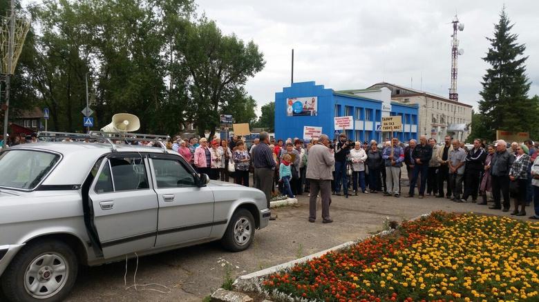 В Колпашево прошел митинг против бездорожья (видео)