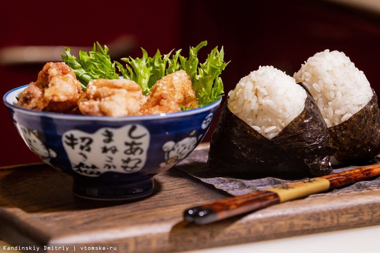Готовим блюда японской кухни: онигири и «лисья» курица