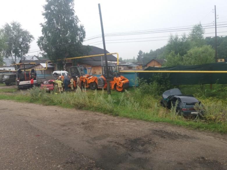 Девушка погибла и двое попали в больницу в результате ДТП в Каргаске