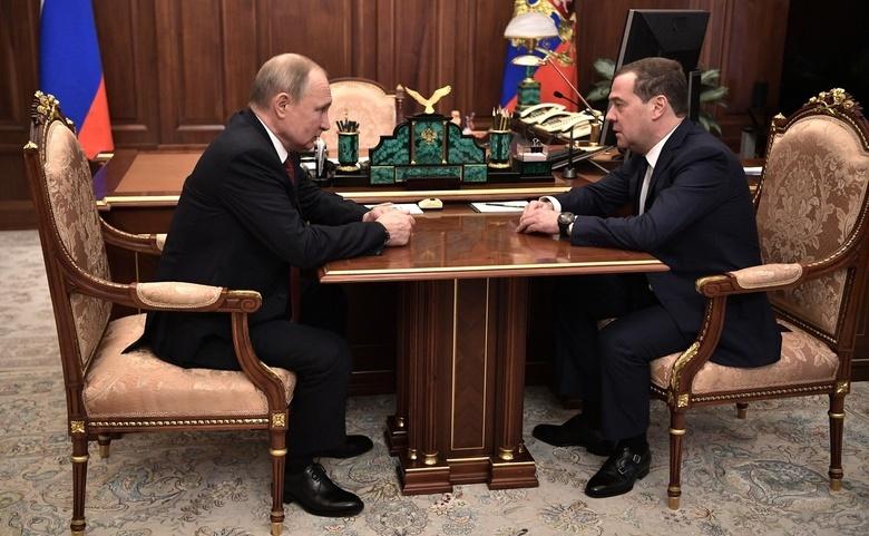 Правительство РФ ушло в отставку, Медведев станет зампредседателя Совбеза