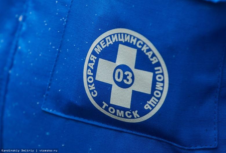 КамАЗ с полуприцепом перевернулся на трассе в Томской области