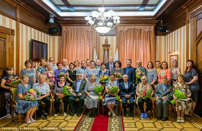 «За любовь и верность»: 60 семей-долгожителей Томской области наградили медалями