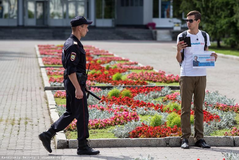 Томский активист продолжил серию пикетов в поддержку узников 12 июня акцией у «белого» дома