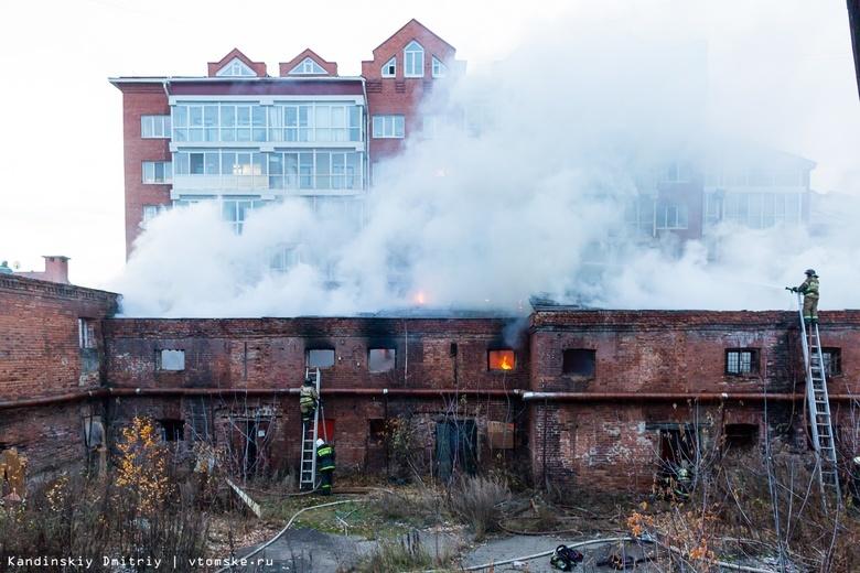 Крупный пожар произошел в заброшенном здании напротив томского ЦУМа