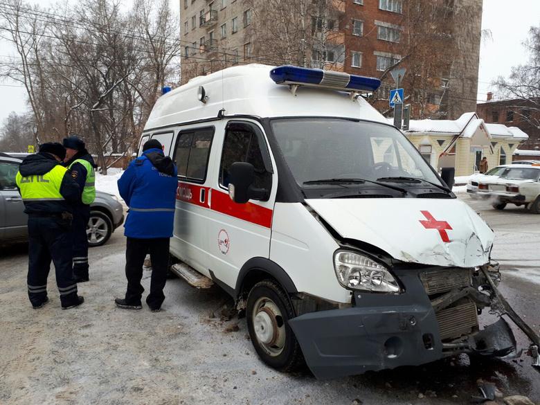 Две женщины пострадали в ДТП с участием «скорой» в Томске