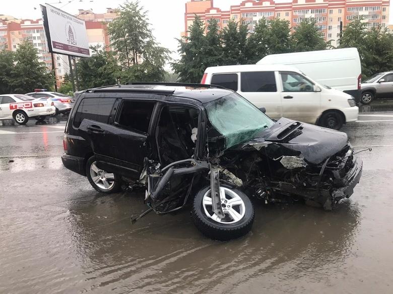 Водитель Subaru врезался в столб на Иркутском тракте