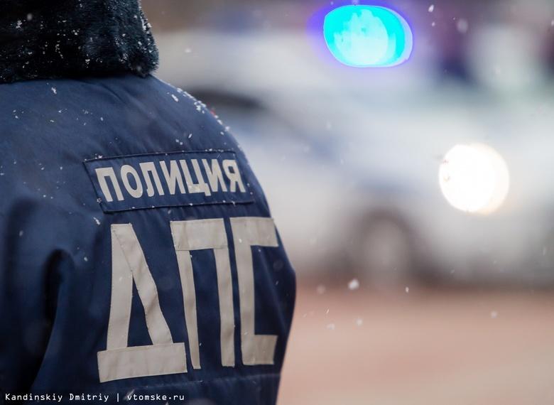 Водитель Kia пострадал при столкновении с КамАЗом и Toyota под Томском