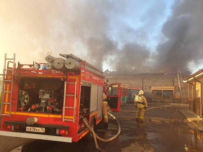 Пожарные 1,5 часа тушили здание тюремного тубдиспансера в Томске