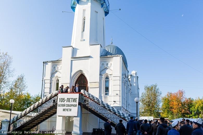 Белая соборная мечеть не собирается закрываться на карантин