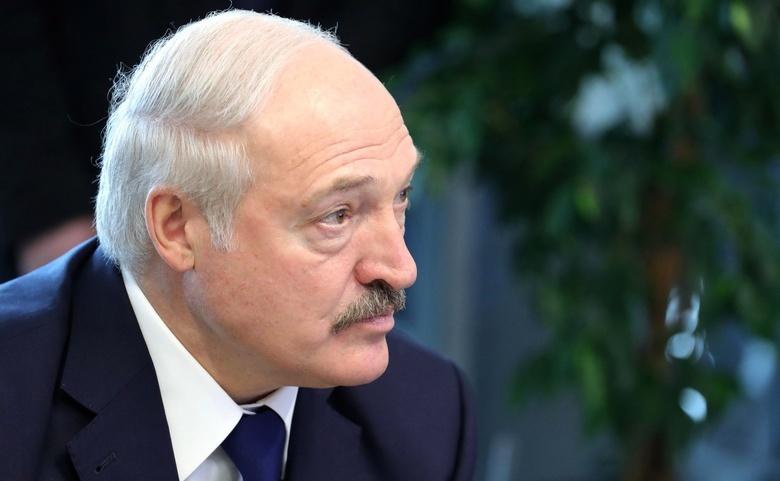 Лукашенко назвал белорусский язык родным, заполняя анкету на русском