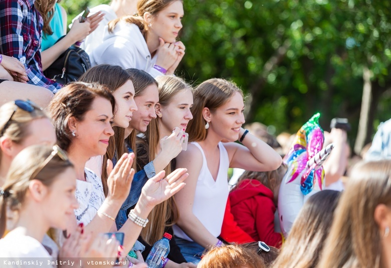 Эксперты посчитали, сколько томские родители потратили на выпускные в школах