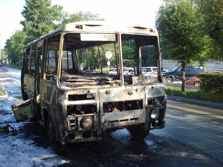 Маршрутный автобус сгорел утром в Северске