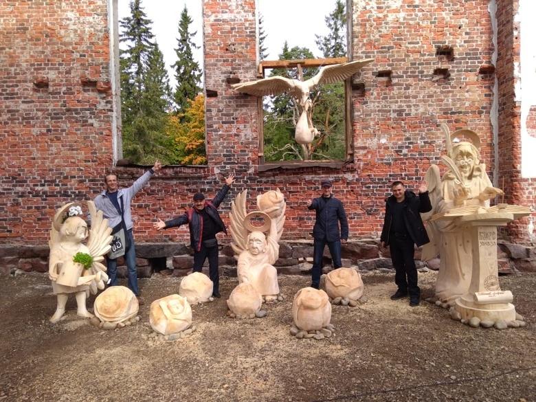 Томичи стали лучшими на фестивале деревянных скульптур в Карелии