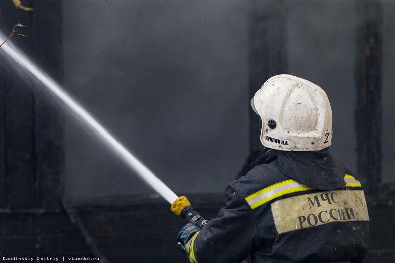 Ангар с пиломатериалом сгорел ночью в Стрежевом