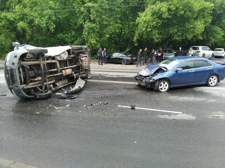 Водителя «Газели» доставили в больницу после столкновения с иномаркой в Томске