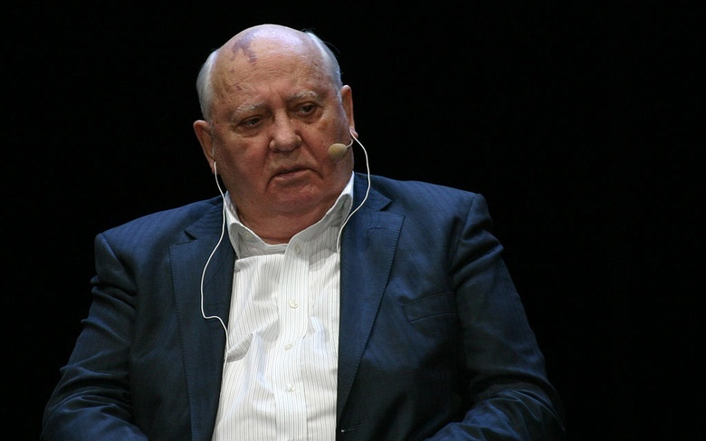 Горбачев рассказал, что недавно обращался к Путину и Макрону