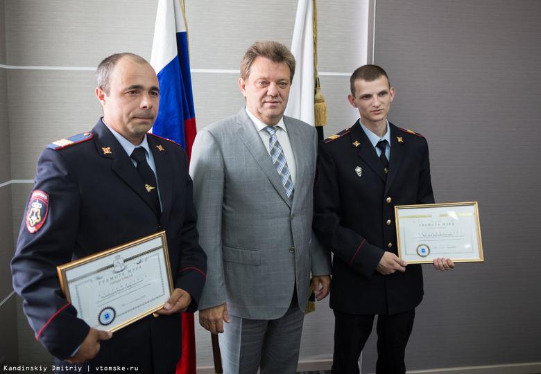 Кляйн наградил полицейских, спасших людей при пожаре на Шегарском в Томске