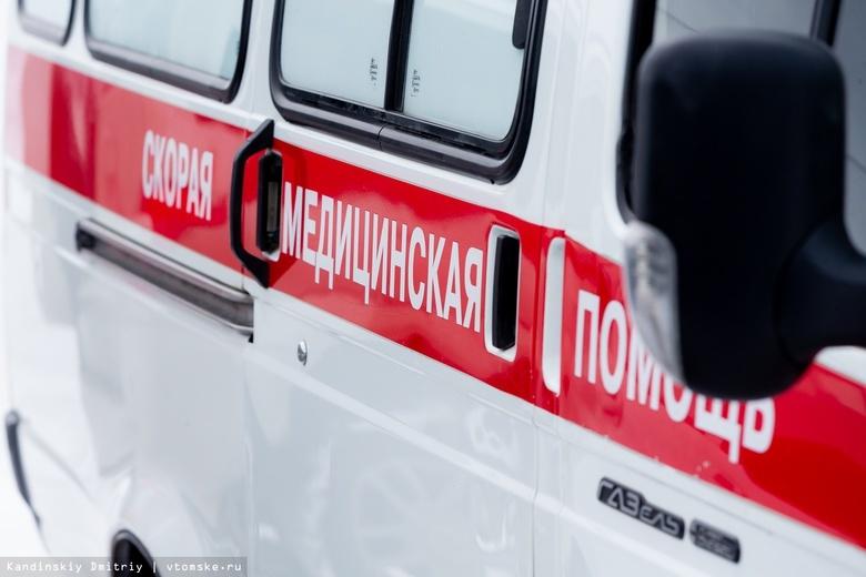Водитель Nissan попала в больницу после столкновения с грузовиком в Томске