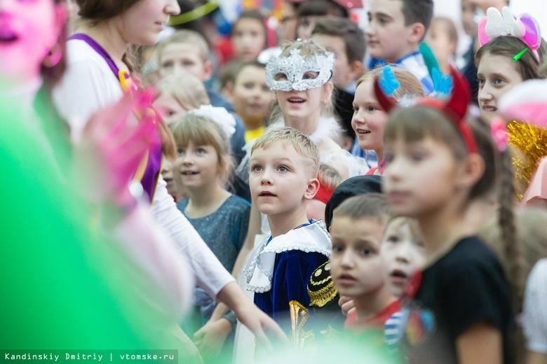 Детей-сирот из Томской области поздравили с Новым годом на губернаторской елке