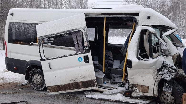 Водитель и пассажир Toyota погибли в ДТП с рейсовым автобусом на томской трассе